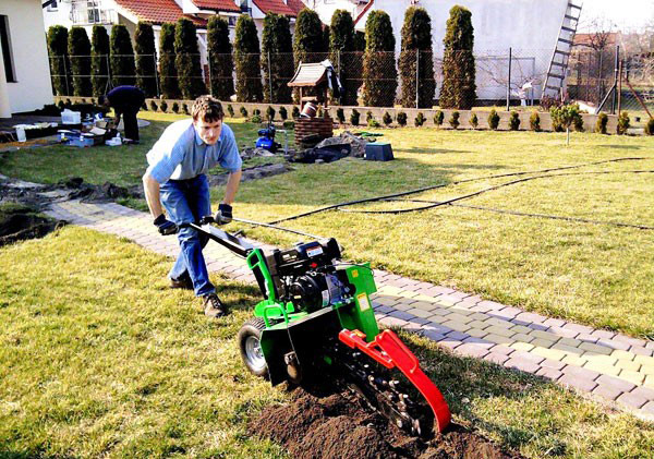 Prace podczas aranżacji ogrodu
