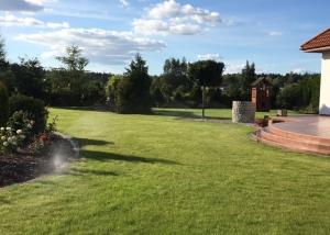 Automatyczny system nawadniający trawnik