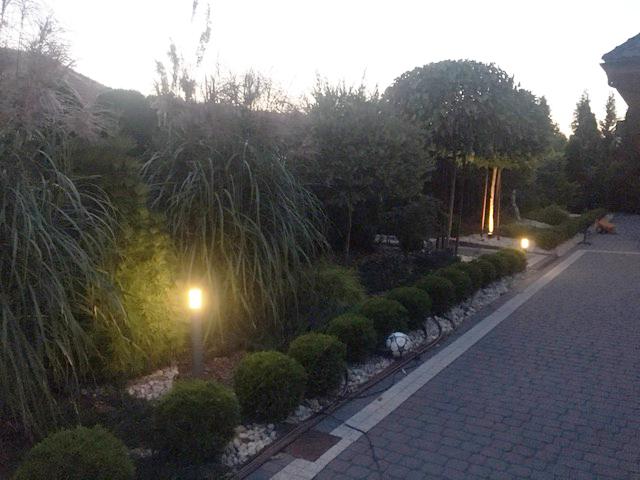 Fragment systemu oświetlenia ogrodu